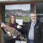 Futbol taldeko otarraren irabazleak jaso du saria