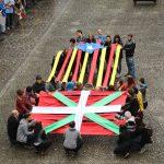 [ARGAZKIAK] Kataluniako erreferendumaren alde giza katea egin da Zestoan