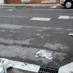 KALE: Lurra egunkari paperez beteta