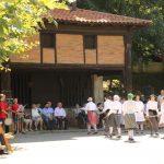 Herriko  edadetuenei  oroigarriak  eskaini  zaizkie  San  Joango  ermita  atarian