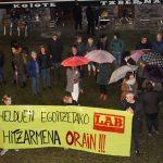Helduen egoitzetako lan hitzarmena eskatzeko kontzentrazioa plazan